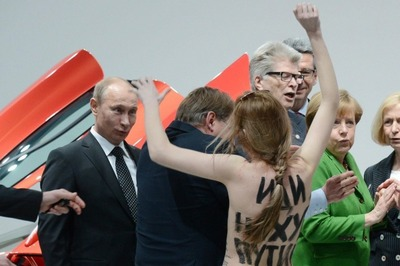 FEMEN-Topless-Protest-Putin-Merkel-VW-1[3].jpg